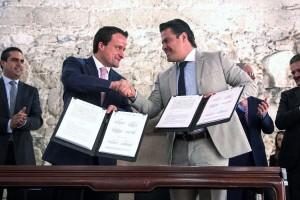 El convenio fue firmado por el Secretario de Salud de Jalisco, Jaime González Alvarez, y el titular del OIC en la COFEPRIS, Marco Antonio Andrade Silva, así como por el titular de la COPRISJAL, Celso Montiel, y la contralora de la Secretaría de Salud estatal, Mayda Melendres.