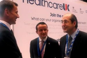De izquierda a derecha Jeremy Hunt, Mikel Arriola Peñaloza y Eduardo González Pier