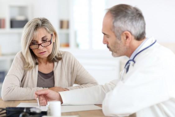 La enfermedad es mucho más frecuente en mujeres que en los hombres en una relación casi 3:1