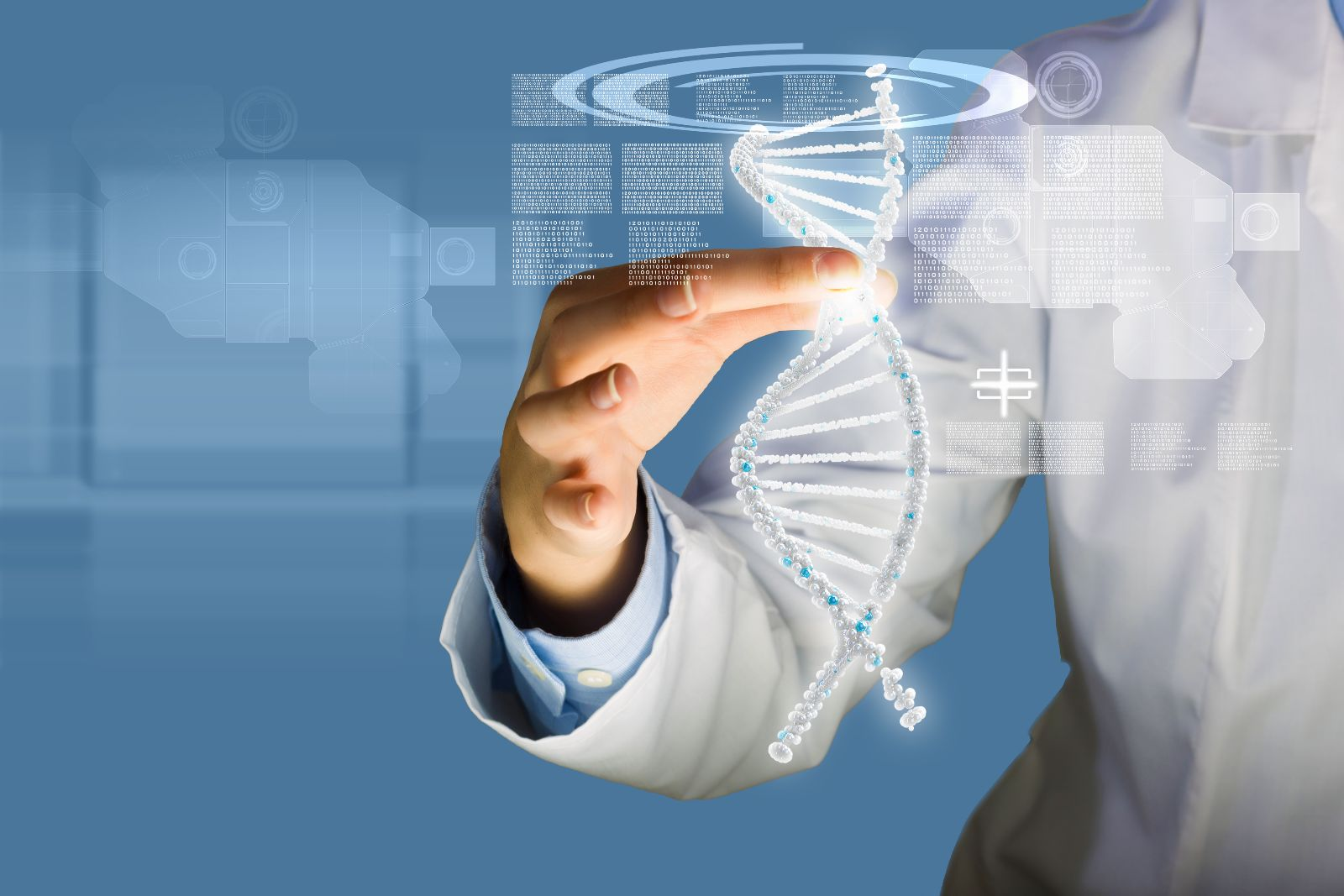 Mujer sostiene una ilustración virtual de ADN