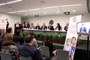 A la firma del convenio también asistieron los senadores Martha Elena García, presidenta de la Comisión de Derechos de la Niñez y de la Adolescencia; Jorge Aréchiga, del Grupo Parlamentario del PVEM; y Carlos Manuel Merino Campos, del Grupo Parlamentario del PRD.