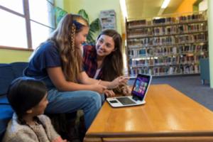 El tutorial 'Minecraft' Hora del Código tiene como objetivo introducir a millones de jóvenes a la creatividad de la informática.