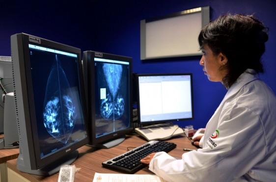 Equipo de alta tecnología como el resonador, tomógrafo, y escáner se utilizan  para identificar pequeñas lesiones y patologías.