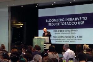 """El Comisionado Nacional contra las Adicciones, Manuel Mondragón y Kalb, ofreció una ponencia en la reunión """"Iniciativa Bloomberg para reducir el consumo de tabaco"""""""
