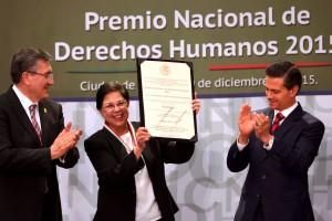La religiosa Consuelo Gloria Morales Elizondo recibió, de manos del Presidente de la República, Enrique Peña Nieto, el Premio Nacional de Derechos Humanos 2015.