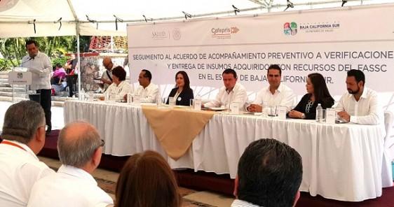 El Comisionado Federal, Mikel Arriola, y el Gobernador del Estado, Carlos Mendoza Davis, evalúan el Acuerdo firmado entre el Órgano Interno de Control y las autoridades locales.