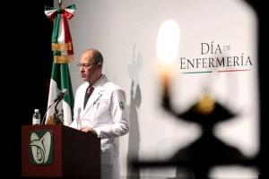 En la ceremonia por el Día de Enfermería se exaltó el invaluable esfuerzo de este gremio, así como su trato digno con sentido humanista