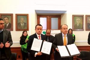 El Comisionado Federal, Mikel Arriola y el Gobernador de San Luis Potosí, Juan Manuel Carreras López, acuerdan intensificar la vigilancia sanitaria contra la ilegalidad en salud.