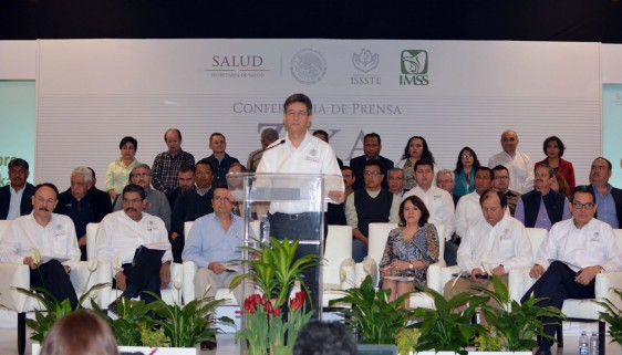 Funcionarios de la Secretaría de Salud en conferencia de prensa