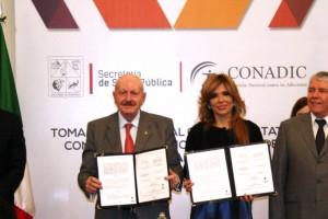 El Comisionado Nacional contra las Adicciones, Manuel Mondragón y Kalb, y la Gobernadora de Sonora, Claudia Pavlovich Arellano, firmaron un convenio de colaboración