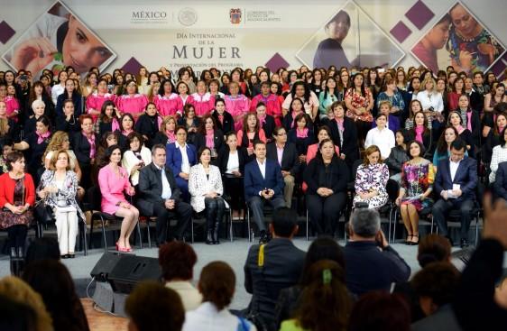 El presupuesto para este año destinado a impulsar la igualdad en favor de las mujeres es 54 por ciento superior al de 2012. Pasó de 16 mil 700 millones, a 25 mil 900 millones de pesos este año.