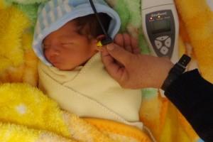 En México nacen entre dos mil y seis mil recién nacidos sin escuchar