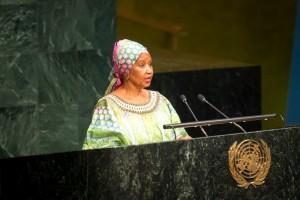 """""""Estamos preocupadas por las historias sobre mujeres y por cómo son representadas. Nos preocupan los medios como facilitadores de las historias que queremos contar y estoy particularmente preocupada por cómo los medios podrían ayudarnos a cambiar estereotipos sobre las mujeres y sobre el patriarcado"""", indicó Phumzile Mlambo-Ngcuka, directora ejecutiva de ONU Mujeres."""