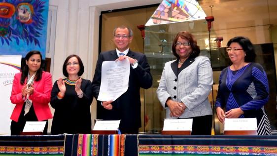 """""""Este reconocimiento de la OPS nos llena de alegría y desafíos, nos llena de mayor compromiso para con nuestro pueblo (…) seguiremos trabajando por la salud de nuestro pueblo"""", Vicepresidente de la República de Ecuador, Jorge Glas."""