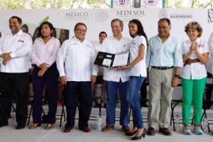 SEDESOL y Seguro Social entregaron 140 mil números de seguridad social a estudiantes de nivel medio superior y superior, que ya tienen IMSS y exhortaron a pasar la voz.