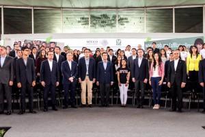 El Presidente Enrique Peña Nieto destacó también los esfuerzos que se realizan para cumplir con los objetivos más importantes y de mayor prioridad que tiene este Gobierno: salud, educación, y alcanzar un México más equitativo.