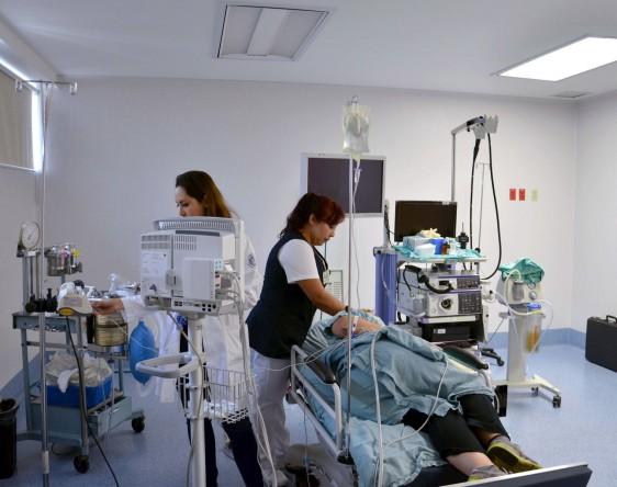 La  población entre 50 y 65 años de edad es la  más propensa a padecer cáncer de colon