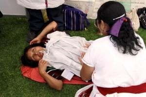 Para la atención de mujeres que habitan en comunidades rurales e indígenas antes, durante y después del embarazo, el programa IMSS-PROSPERA cuenta con el apoyo de 7,028 parteras.