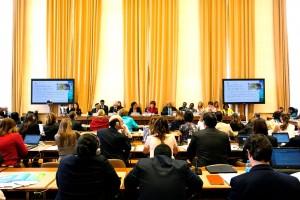 """Delegados de la Asamblea Mundial de la Salud en la sesión técnica """"Sobrevivir, prosperar y transformar, implementando la estrategia global de la salud de Mujeres, Niños y Adolescentes""""."""