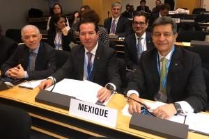 Embajador Raúl Heredia, Comisionado Federal Julio Sánchez y Tépoz, y el Subsecretario Pablo Kuri, en la Asamblea Mundial de la Salud, en Ginebra, Suiza