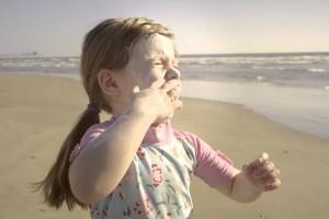 Campaña social con mensaje de cero tolerancia al consumo de alcohol durante el embarazo es premiada con Caracol de Plata