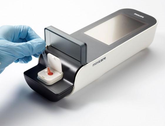 El sistema portátil Minicare I-20 para uso en salas de urgencias, ofrece resultados en 10 minutos por medio de una gota de sangre en lugar de la actual de una hora de espera y permite descartar en tres horas un posible ataque al corazón