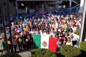 """""""Roche ha tenido oportunidad de construir 7 orfanatos, 6 millones de comidas servidas, 30,000 uniformes escolares, 3,100 niños con asistencia alimenticia, 80 titulados universitarios y 17,000 niños que han recibido apoyo a través de nuestros programas"""", Lilia Bañuelos, Directora de Recursos Humanos de Roche México"""