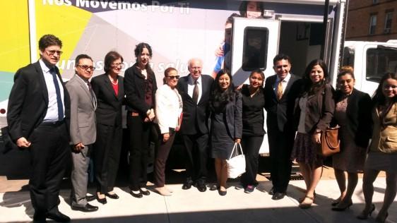 El secretario de Salud, Dr. José Narro, visita la Unidad Móvil en Nueva York para generar cultura de previsión de enfermedades entre latinos