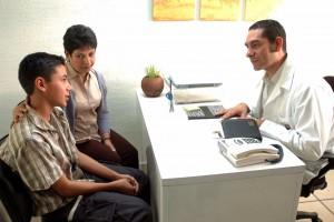 La Secretaría de Salud cuenta con una red de 27 mil promotores que llevan a cabo acciones de orientación, asesoría, apoyo y prevención de las adicciones, afirmó la Directora General Técnico Normativa de la Comisión Nacional Contra las Adicciones (CONADIC), María José Martínez Ruiz.