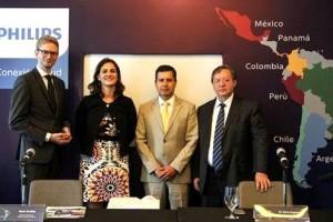 Mark Stoffels, Ceo de Philips Health Tech; Fabia Tettero-Bueno, HeadBrand Philips Latam; Dr. René Anguiano de FMRI y el Dr. Salvador Saturno, AMUSEM