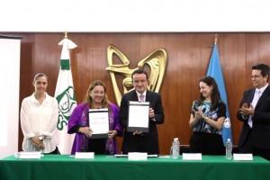 En la firma de convenio estuvieron presentes el titular de la Unidad de Atención Primaria a la Salud del Seguro Social, Víctor Hugo Borja Aburto; la jefa de Políticas Sociales de UNICEF México, Erika Strand, y la Secretaria Ejecutiva de Fundación IMSS, Patricia Guerra Menéndez.
