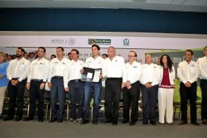 Suman 29 estados los que se han incorporado al programa del Presidente de la República, Enrique Peña Nieto, para garantizar el derecho de los jóvenes a la salud y la seguridad social, faltando sólo Chiapas, Aguascalientes y Oaxaca.