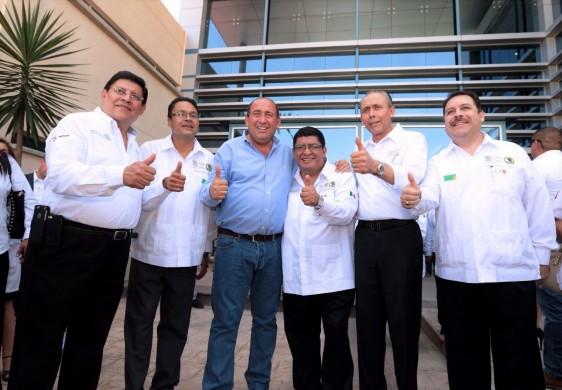 El Director General del ISSSTE sostuvo una gira de trabajo en Coahuila, en la que además de inaugurar el segundo piso del Hospital General de este instituto, realizó la entrega de 2,500 préstamos personales y nuevas pensiones a derechohabientes, 13 ambulancias de traslado para las unidades del interior del estado, y de una ambulancia de urgencias avanzadas.