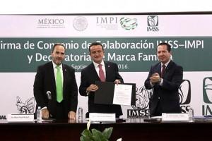 El Director General del IMSS, Mikel Arriola, y el Director General del IMPI, Miguel Ángel Margáin, firmaron un convenio de colaboración que les permitirá fortalecer un programa de asistencia técnica a la innovación e incrementar la difusión de la cultura de la propiedad intelectual.