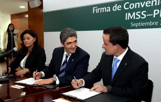 Arriola Peñalosa destacó que es necesario ir más allá de la medicina curativa y hacer de la prevención el eje fundamental de la salud pública.