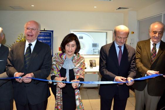 El Secretario de Salud, José Narro, dijo que esta tecnología contribuye a la investigación y capacitación de recursos humanos
