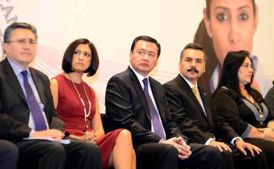 """Impulsar y practicar la """"cero tolerancia"""" contra el acoso laboral, compromiso del Gobierno de la República: Osorio Chong"""