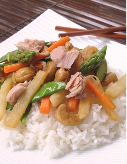 Atún y vegetales estilo oriental
