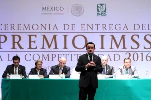 Mikel Arriola en su presentación en los Premio IMSS de Competitividad 2016