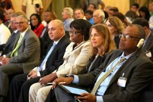 De derecha a izquierda: John Boyce, ministro de Salud de Barbados; Sylvia Mathews Burwell, secretaria de Salud y Servicios Humanos de Estados Unidos; Carissa F. Etienne, directora de la OPS; Roberto Morales Ojeda, ministro de Salud Pública de Cuba y Cristian Morales, representante de la OPS en Cuba.