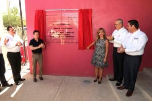 El director general del programa PROSPERA, Daniel Aceves Villagrán, reconoció a la Gobernadora Claudia Pavlovich Arellano por el respaldo al sistema de Salud en la entidad desde que inició su administración y que se ha convertido en un ejemplo en todo el país.