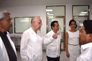 José Narro, Secretario de Salud, acompañado por el gobernador Carlos Joaquín González, realizó visita de supervisión