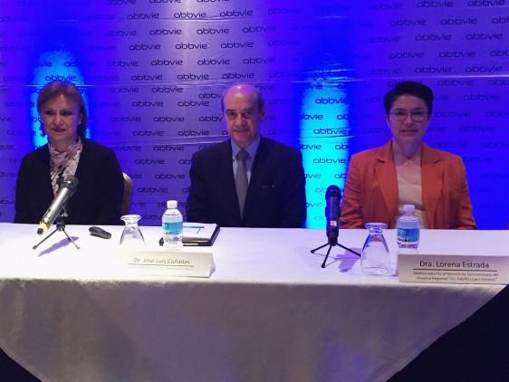 De izquierda a derecha Dra. Linda García, Presidenta de la Fundación Mexicana para la Dermatología, Dr. José Luis Cañadas, Director médico de AbbVie México y Dra. Lorena Guadalupe Estrada Aguilar, Especialista en dermatología.