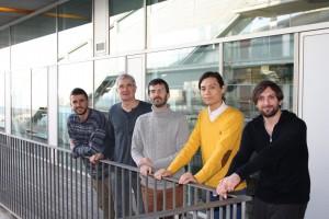 De izquiera a derecha: Eduard Zorita (CRG), Andreas Meyerhans (UPF, ICREA), Guillaume Filion (CRG líder del grupo e investidor principal de este trabajo), Heng-Chang Chen (CRG investigador y primer autor de este trabajo), y Javier P Martinez (UPF).
