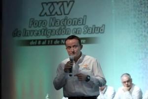 El Director General del Instituto Mexicano del Seguro Social (IMSS), Mikel Arriola, exhortó a los presentes a generar trabajos de investigación que contribuyan a mejorar el bienestar de los derechohabientes y de los mexicanos.