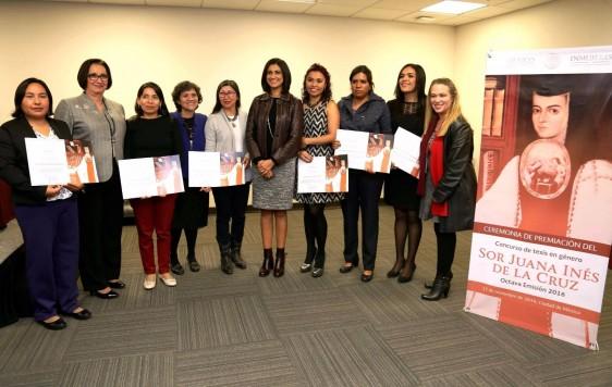 La Presidenta del Instituto Nacional de las Mujeres, Lorena Cruz Sánchez, entregó los premios a las tesis ganadoras del Concurso de Tesis en Género Sor Juana Inés de la Cruz, 2016