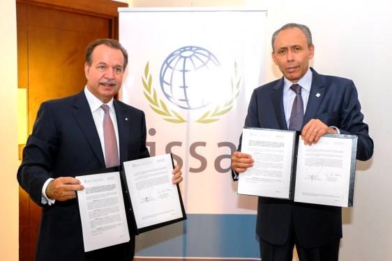 Firma Reyes Baeza convenios internacionales de Seguridad Social en Foro Mundial