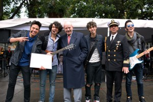 A través de un concierto musical, los integrantes de los grupos Loreto y Reakción, promovieron entre los adolescentes mensajes para lograr una vida sana, sin humo ni alcohol.