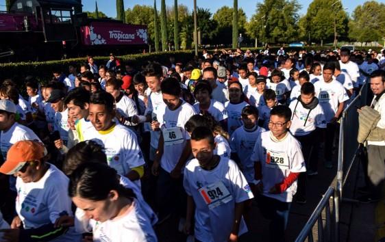 Participaron más de 1,200 personas,  entre padres de familia, niñas, niños y jóvenes.