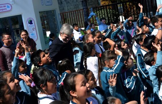 La Fundación Emilio Moro en alianza con la Fundación Cántaro Azul buscan fomentar hábitos y prácticas saludables del consumo de agua, así como mejorar la salud de la población infantil y el reparto justo del agua.